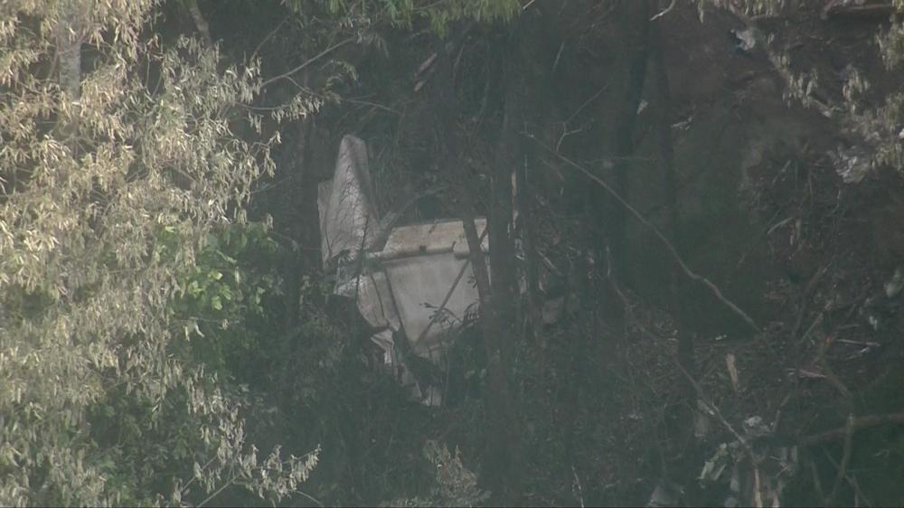 Avião de pequeno porte cai em área de mata em São Paulo
