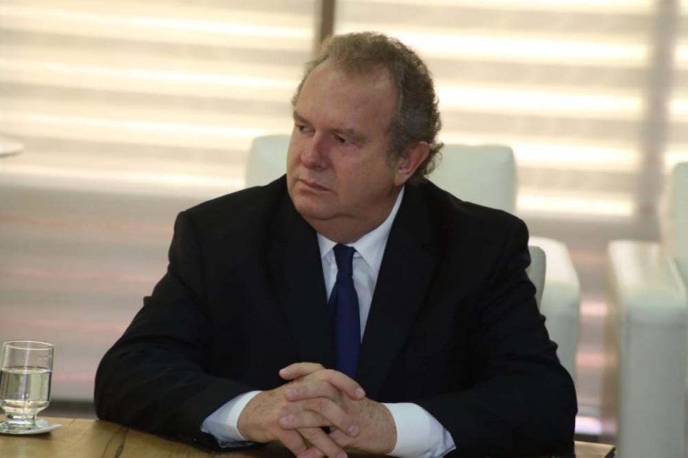 Governador Mauro Carlesse sanciona data base com 1% de reajuste para servidores públicos; os novos valores serão creditados a partir do próximo mês
