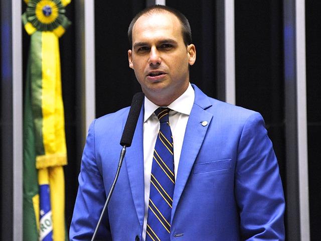 Juiz suspende punição aplicada a Eduardo Bolsonaro e mais 17 deputados dada pelo PSL