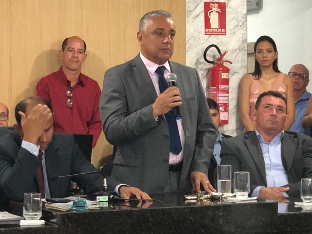 Júnior Bandeira toma posse como novo prefeito de Lajeado; Vice eleito renúncia momentos antes da cerimônia
