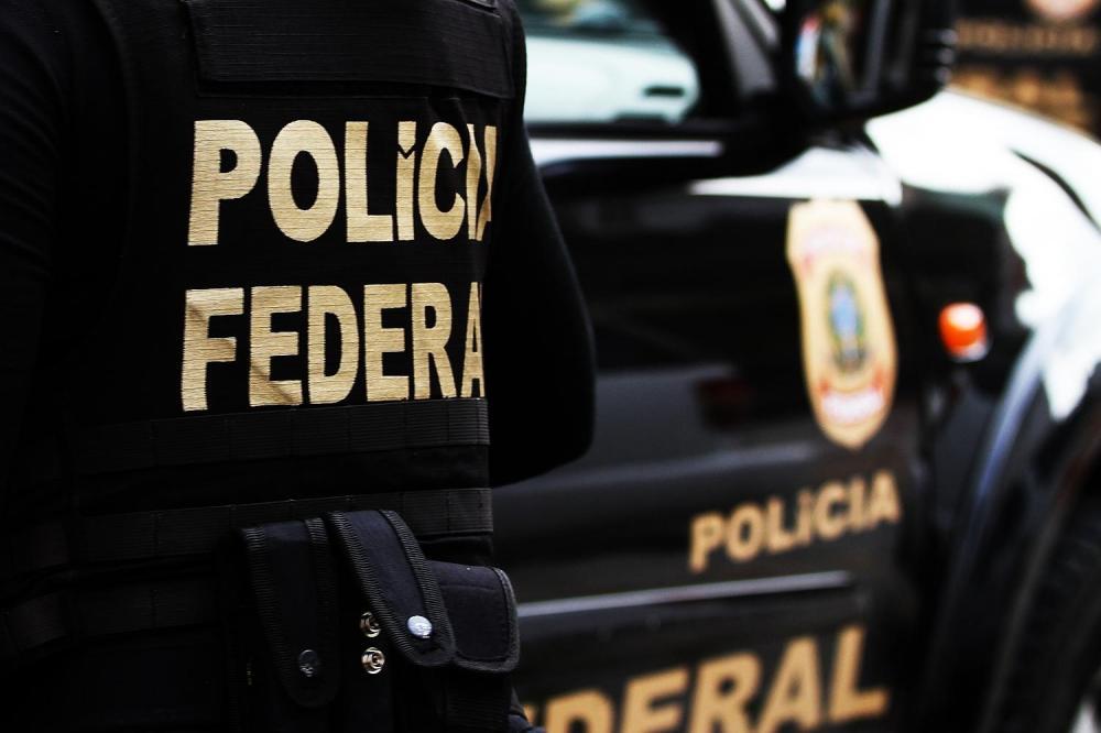 Polícia Federal investiga venda de armas à garimpeiros em terras indígenas