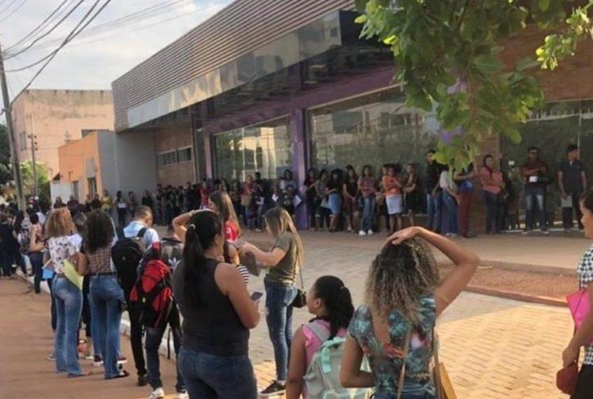 VEJA O VÍDEO! Milhares de pessoas em busca de emprego formam fila gigantesca em Palmas