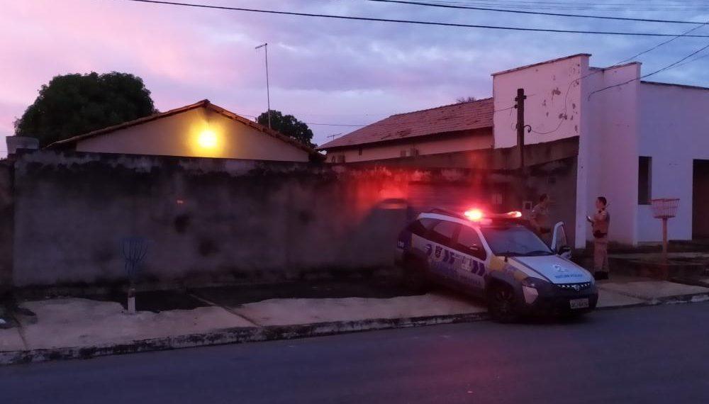 Vizinho sente mau cheiro, aciona polícia e idoso é encontrado morto em residência na região sul de Palmas