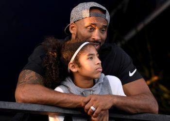 Kobe Bryant e a filha de 13 anos Gianna Maria, em foto de julho de 2018 — Foto: Harry How/Getty Images via AFP/Arquivo