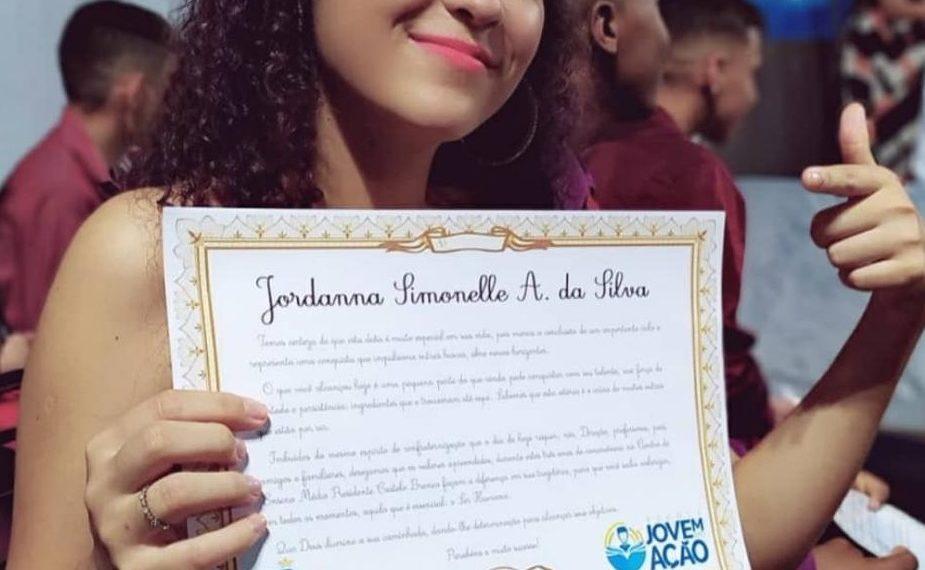 A estudante Jordana Simonelle Alves da Silva, 17 anos, alcançou 940 pontos na redação. Divulgação / SECOM TOCANTINS.