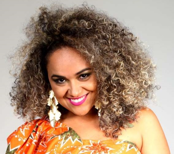 Tocantinense Núbia Dourado: cantora e compositora que retorna aos palcos da noite palmense.Foto: Leia Braga.